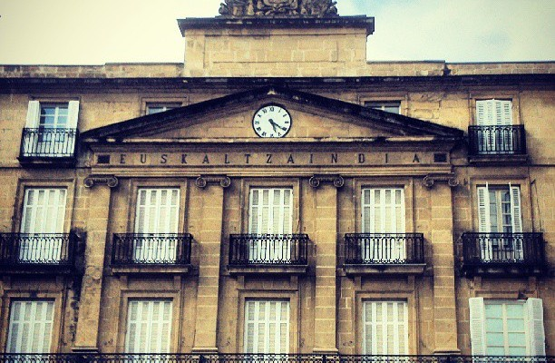 Plaza Barria #bilbo #arquitecture – Instagram