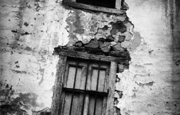 Lehioaz bestaldean iragan beltza #detalle # baserria #caserío #Galdames #Enkarterri #Encartaciones #Bizkaia #lehioa #ventana – Instagram