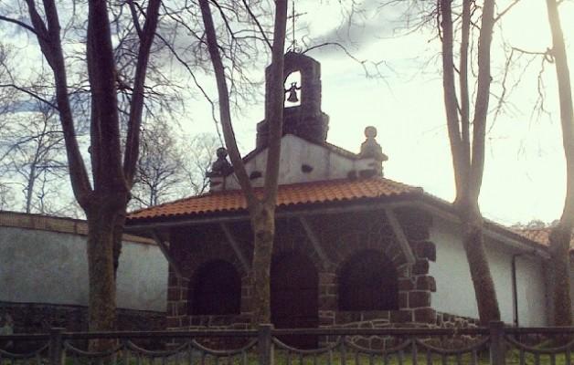 Arrastian Sopuerta aldera #Sopuerta #Enkarterri #Encartaciones #familia #babarrunak #alubiada #zezenplaza #ermita #plazatoros – Instagram