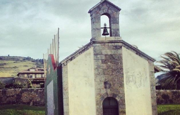 Kresalak besarkatzen duen ermita #ermita #itsasoa #mar #sea #kresala #bici #txirringa #bicivoladores #elTruenoAzul #hirukote #kuadrila #Abanto #Zierbena #Muskiz #LaArena #hondartza #playa – Instagram