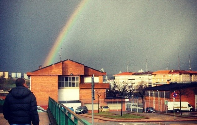 Ostadarra miresten #ostadarra #arcoiris #rainbow #Ibaibe #Beurko #Barakaldo #admirando #paseo #invierno #negua #winter #rayosdesol #eguzkiIzpiak – Instagram