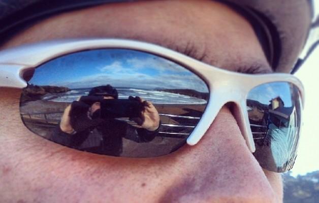 Itsasoa begietan #Playa #LaArena #hondartza #AbantoZierbena #Muskiz #Bizkaia #beach #mar #itsasoa #sea #bici #txirringa #bicivoladores #bizihegalariak #elTruenoAzul #begiak #ojos #begirada #mirada #gafasdesol #eguzkibetaurrekoak #zuribeltza #blancoynegro #blackandwhite #aurpegia #cara #eyes – Instagram