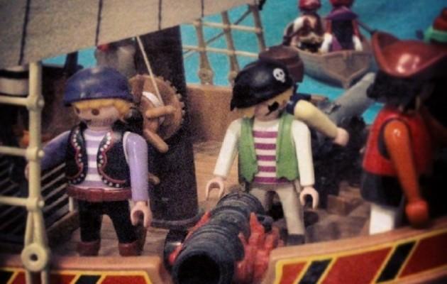 Abordatzera!!! #piratak #piratas #pirate #itsasontzi #barco #jostailuak #juguetes #playmobil #clicks #famobil #playclicks #play #cañon – Instagram