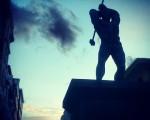 Ibarrezkerreko Thor #momumento #industria #escultura #eskultura #acero #bronce #LucasAlcalde #maza #fabril #herrikoplaza #Barakaldo #ezkerraldea #Thor #mailua #itzala #sombra #silueta #atardecer #ilunabar #zerua #cielo #pedestal #oinarria #hodeia #etxeak – Instagram