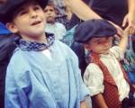 #Erraldoiak eta #buruhandiak miresten! #BarakaldokoJaiak #gigantes #cabezudos #bikote #parea #karakolatabarea #duo #haurrak #niños #FiestasdeBarakaldo – Instagram
