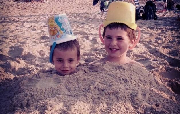 Niños que brotan en la playa #AmaneceQueNoEsPoco – Instagram
