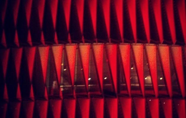 Forma gorriak II #SanMamesBerria #AthleticClub #Athletic #Athletik #Bilbo #Bilbao #zurigorri #gaua #noche #night #luces #argiak #rojiblanco #lights #redwhite #estadio #arquitecture #arkitektura #architecture #arquitectura #formas #urban #urbana #triángulos – Instagram