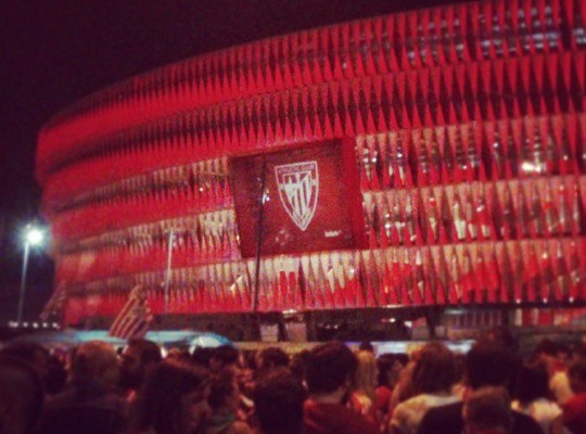 Nere estreinaldia #SanMamesBerria n #AthleticClub #Athletic #Athletik #Bilbo #Bilbao #zurigorri #gaua #noche #night #luces #rojiblanco #lights #redwhite – Instagram