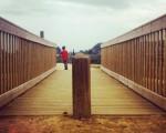 Paseoan gorria helburu #egurrekozubia #puentedemadera #zubia #puente #Zugastieta #LaArboleda #rojo #gorria #umea #niño #paseo #estructura #perspectiva – Instagram