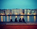 Noches de verano en otoño #veroño #otoño #noche #gaua #itsasadarra #Nerbioi #Nervión #ibaia #ria #Erandio #Barakaldo #tres #hirukote #hiru #trio #charlando #amigos #lagunak #ura #agua – Instagram