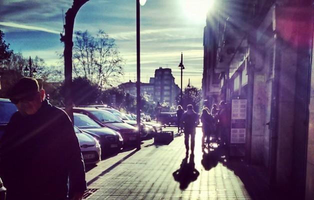 Egunsentiko itzalak #kalea #calle #street #amanecer #egunsentia #itzalak #sombras #shadow #sunrise #argia #luz #light #eguzkia #sol #sun – Instagram
