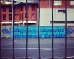 #Euskara buruan, euskara munduan! #EuskaraBarakaldon #euskera #burua #munduan #graffiti #murala #mural #margoketa #pintada #hizkuntza #Minas #instituto #institutua #Beurko #Barakaldo #hesia #valla #muro #pared #pareta – Instagram