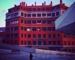 Koloreak esnatuz doaz… #edificioAHV #arquitectura #arkitektura #AHV #LabeGaraiak #architecture #rojizos #red #gorriak #oficinasAHV #zerua #cielo #sky #Barakaldo #DesertuBerria #amanecer #egunsentia #soledad #bakardadea – Instagram