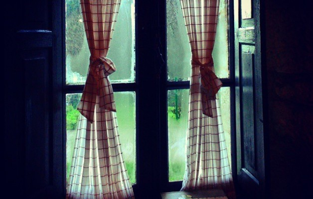 Neguaren berotasunean #Sopuerta #Enkarterri #LasEncartaciones #Bizkaia #negua #invierno #winter #hotza #frío #cold #baserri #caserío #leihoa #ventana #window #alCalorcito #berotasuna #barruan #goxogoxo – Instagram
