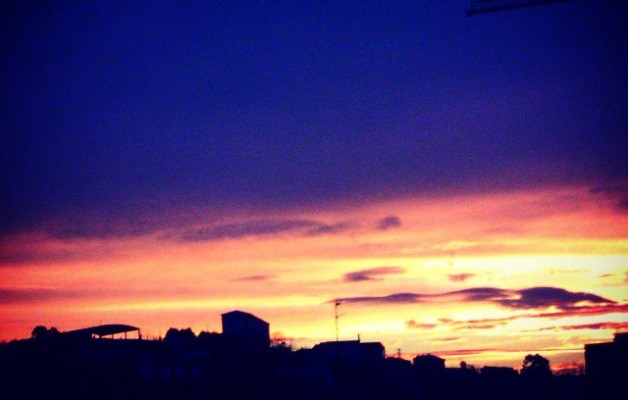 Egun on #Barakaldo #amanecer #egunsentia #zerua #cielo #eguzkia #sol #nubes #hodeiak – Instagram