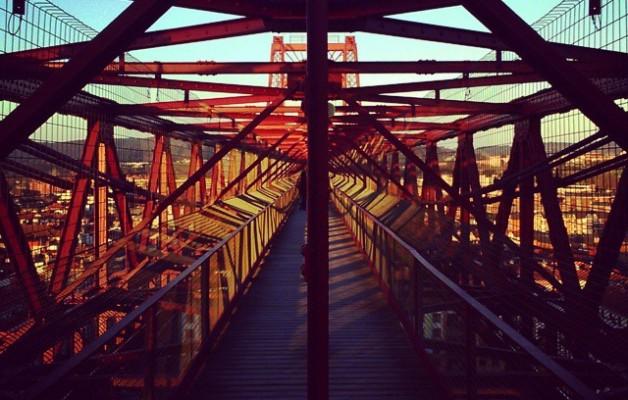 #BizkaiaZubia ren gainean #puenteBizkaia #Puentedeportugalete #LasArenas #Getxo #zubia #puente #hierro #burdina #atardecer – Instagram
