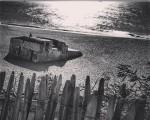 Udaberriko argien besoetan galdurik #hondartza #playa #horizonte #luz #argia #eguzkia #sol #labenneocean #Capbreton #Baiona #baterias #IIGuerraMundial #IIMundukogerra #blancoynegro #zuribeltza #hesia #egurra #madera #valla #atardecer – Instagram
