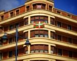 Bada ere, #Barakaldo n #AberriEguna ospatzen duenak! #EuskalHerria ren eguna! #ikurriña #eraikuntza #edificios #arkitektura #arquitectura #ventanas #leihoak – Instagram