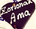 Ez naz oso zalea ni ospakizun hauetan, baina txokolatezko #bihotz goxo bati ezin zaio ezetza emon! #Zorionak!!! #amareneguna #diadelamadre #txokolatea #corazon #chocolate #galleta #goizalde #ama #maitasuna – Instagram