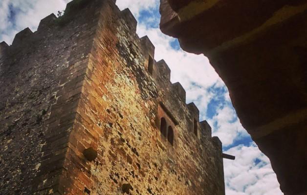 #CastillodeMuñatones #Muskiz #torre #arco – Instagram