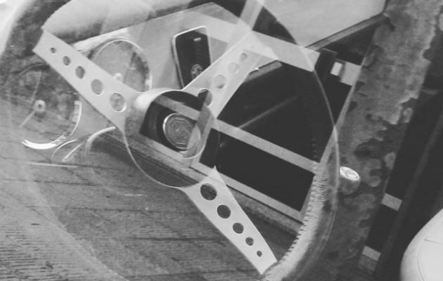 #Joyas en la #carretera #MG #cochesclasicos #motor #volante #sanvicente #Barakaldo #blancoynegro #monocromo #superposición #ventanilla #igersbizkaia #igerseuskadi – Instagram