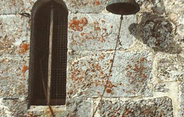 #Campana #SanMigueldeAralar #monasterio #monastegia #mendia #Aralar #kanpaoa #lehioa #ventana #harria #igerseuskalherria #igersnafarroa #sombra #itzala – Instagram