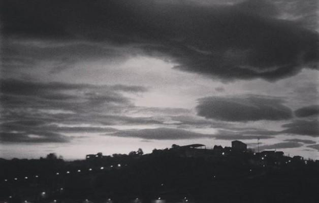 #Amanecer en #blancoynegro #Barakaldo #Erandio #escaladegrises – Instagram