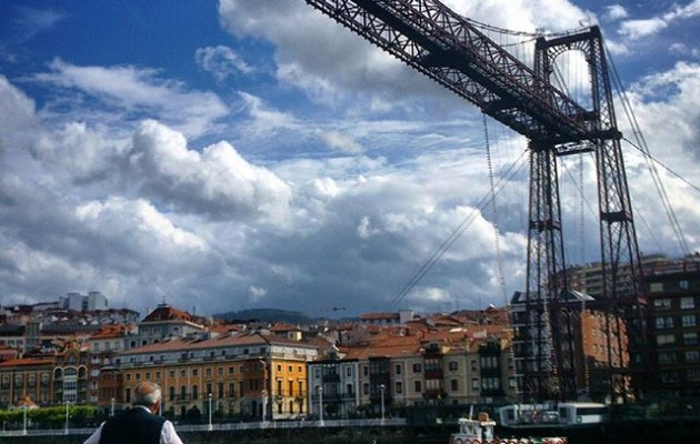 #paisajes en forma de #lienzo #observandoalobservador #Portugalete #PuenteBizkaia #PuenteColgante #igersbizkaia #igerseuskalherria #igerseuskadi – Instagram