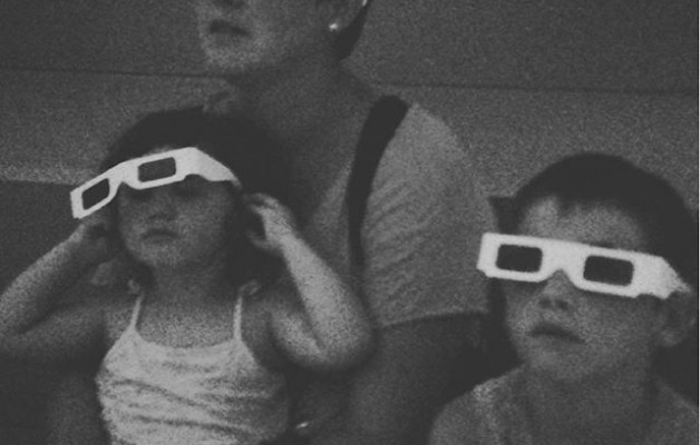 #LIFE at the movies #jreyerman #admirar #fotografía #3d #gafas #cine #blancoynegro – Instagram