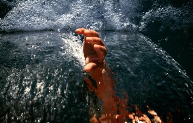 Luchando por llegar entre mares de #desigualdad y #porvenir de #salitre#agua #mar #lucha #futuroincierto #migracion #otromundoesposible #refugio – Instagram