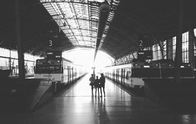 #puntodefugacentral en #blancoynegro #estacion #Bilbo #Bilbao #Abando #tren #lucesysombras#argiaketaitzalak @igerseuskadi @igersbilbao #zuribeltza #blacknwhite – Instagram