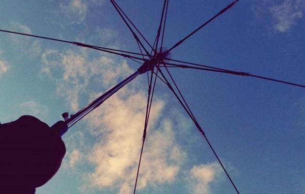 No hay mejor #paraguas que el que tenemos sobre nuestras #cabezas#cielo #zerua #hodeiak #nubes #euritakoa #estructura #esqueleto@igerseuskadi @igersbilbao @instagram – Instagram