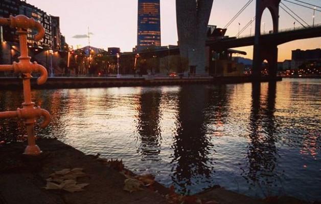 #Luz de #otoño #Bilbao #reflejos #Bilbo @igerseuskadi @igersbilbao #argiak #udazkena #itsasadarra – Instagram
