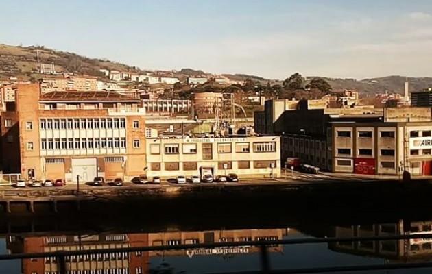#trena #tren #cercanias #Bilbao #Barakaldo #paisaiak #paisajesurbanos #bidaia #zorrozaurre @instagram @igerseuskadi @igersbilbao – Instagram