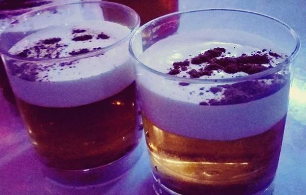 Ezagutu berri dugun #edabemagikoaHemos descubierto un nuevo #zumo de #gomiballa: #rompecolchones#bebida #txupito #ron – Instagram