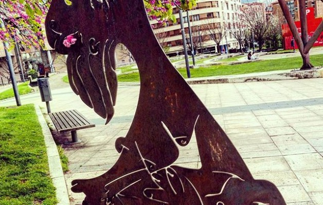 #GernikaGeureBuruan #1937 #2017 #faxismoaakatu #gernikagogoan #Barakaldo #Picasso #eskultura #ElGuernica – Instagram
