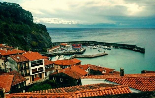 #Llastres #ElElantxobeAsturiano #Asturies #paisajes @instagram#puerto #mar #tejados – Instagram