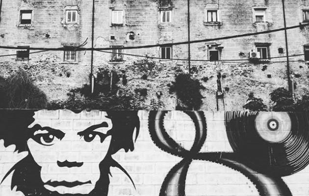 #graffiti #urbanart #arteurbano #ventanas #blackandwhite #blancoynegro #jimmyhendrix #disco #cara #music #laredol – Instagram