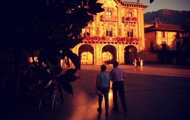 #Oñati #plaza #udaletxea #atardecer  @igerseuskadi #ayuntamiento #contrastes #lucesysombras – Instagram