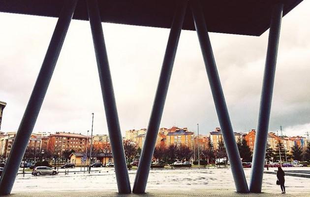 #grandiosa #soledad #bakardadea #itxoiten  #Barakaldo #streetphotography #BEC #bilbaoexhibitioncentre @igersbilbao @igerseuskadi @instagram @euskal_herria_iruditan #iphone6s – Instagram