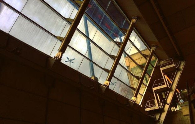#contrastes #paisajesurbanos #ventanales #industrial #streetphoto #estacion #Ansio #barakaldo @metro_bilbao @igerseuskadi @igersbilbao @instagram #luz #iphone6s – Instagram