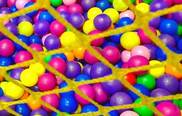 Y #nadar en un #mardecolores #koloreak #bolatxoak #piscina #bolas @instagram @igerseuskadi @igerrak #txokolore – Instagram