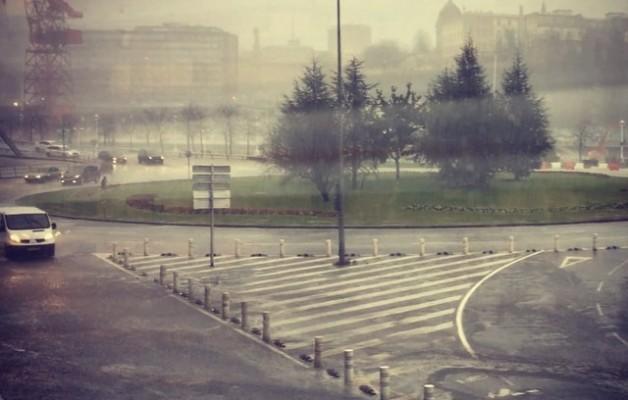 #urezgainezka #autoak #urentanblai #negua #invierno #lluvia #euria @igersbilbao @instagram @igerrak @igerseuskadi #karolagarabia #gruacarola – Instagram