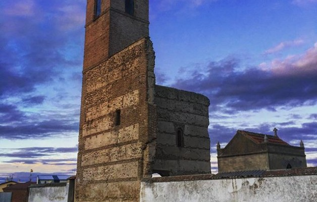 #cementerio #campanario #torre #mamblas @igers @avilaautentica @instagrames #atardecer – Instagram