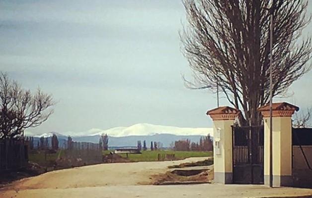 #Gredos con manto #blanco desde #LaMoraña #camposdecastilla #camino #mamblas @igers @instagrames @avilaautentica – Instagram
