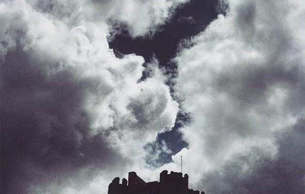 #castiilodelaMota #medinadelcampo #castilla #torre #cielo #nubes @instagrames @igersvalladolid @igers – Instagram