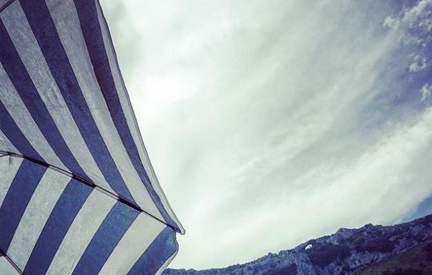 #veranoazul #Sonabia #ojosdeldiablo #peñacandina #oriñon #playa #sombrilla #monte #rayas #cielo #diasdesolynubes #azul @instagrames @igers @igerscantabria – Instagram