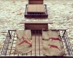 Hay #pueblos que en #fiestas en vez de poner #santos o #vírgenes en los #balcones cuelgan los #dibujosancestrales que sus #antepasados dejaron plasmados en #cuevas y #barrancos #Valltorta #Tirig #castelló @igers @instagrames @igerscastello @instagram #arte #meencanta – Instagram