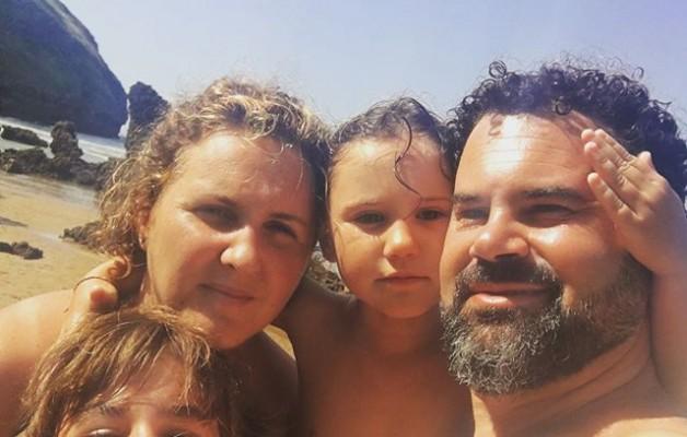 #diasdesolyplaya y #castillodearena, #karramarro, #olas, #snorkel, … y sobre todo #familia – Instagram