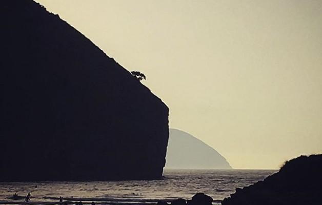 Siempre que me despido de esta #playa #echolavistaatras #imaginando que un #galeon aparecerá #traslamontaña#losgoonies #thegoonies #piratasdesonabia @igerscantabria @igers @instagrames @instagram – Instagram